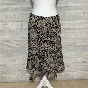 Pretty animal print midi skirt.